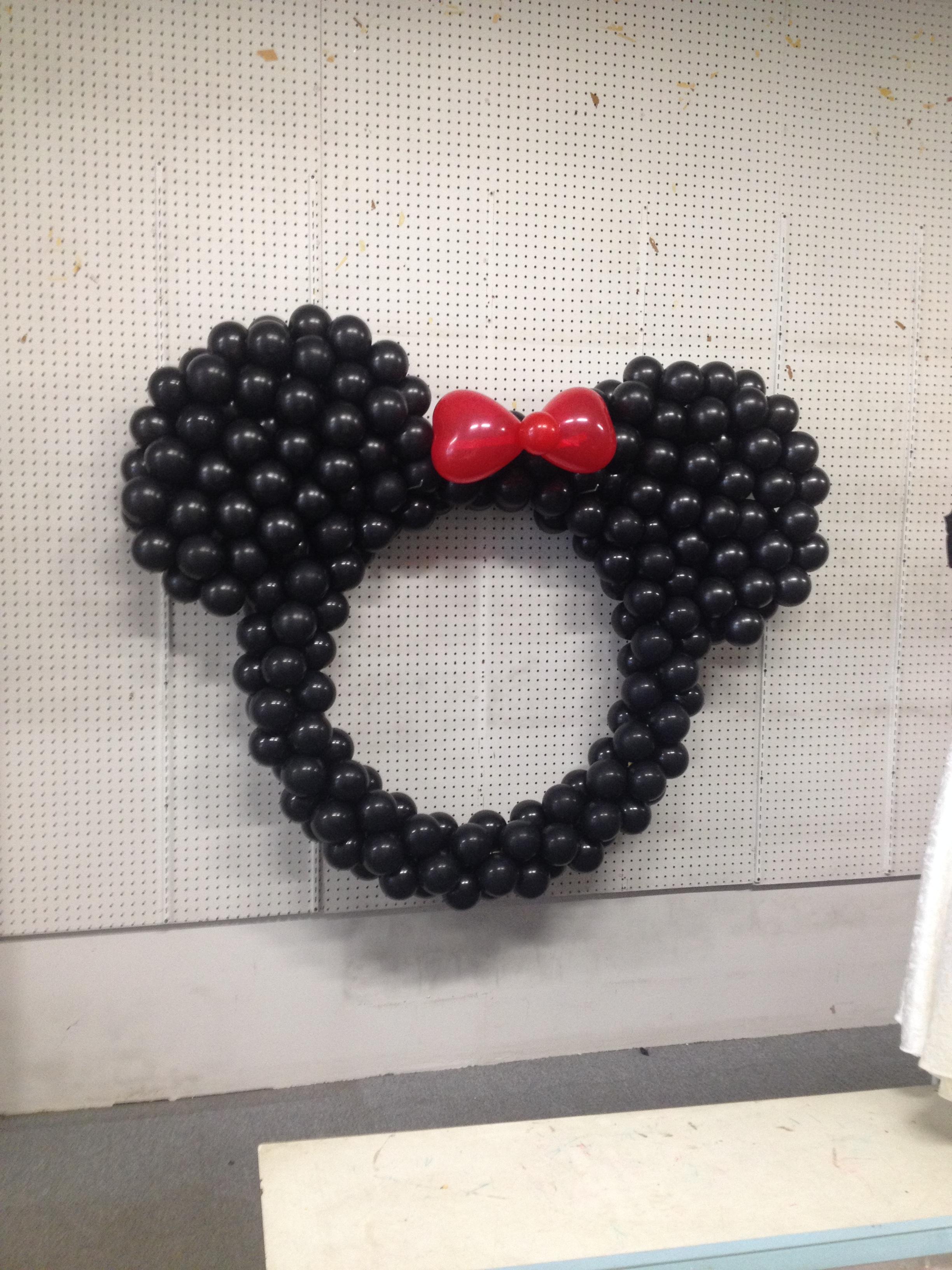 balloon mickey mouse sculpture